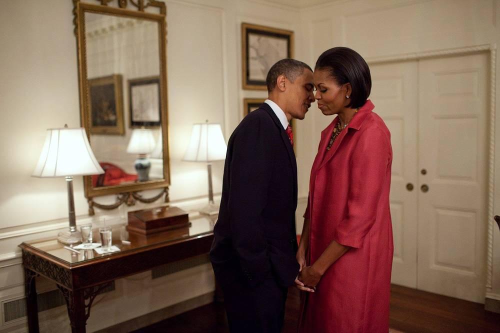 Президент США Барак Обама состоит в браке с Мишель Обамой с 1992 года. Имеет двух дочерей - Малию Энн (1998 г. р.) и Наташу (в семье называют Сашей, 2001 г. р.). Младшая дочь была названа в честь жены Александра Пушкина Натальи Гончаровой
