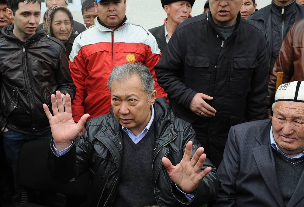 В июле 2014 г. бывший президент Киргизской Республики Курманбек Бакиев был заочно приговорен к пожизненному заключению с конфискацией имущества. Он был признан виновным в организации расстрела митинга оппозиции в Бишкеке, в результате которого погибли 97 человек, а также в превышении служебных полномочий и покушении на убийство. Всего против Бакиева было вынесено три приговора, сам он скрывается в Белоруссии с середины апреля 2010 г. На фото: Бакиев на митинге своих сторонников в Киргизии за неделю до появления в Минске