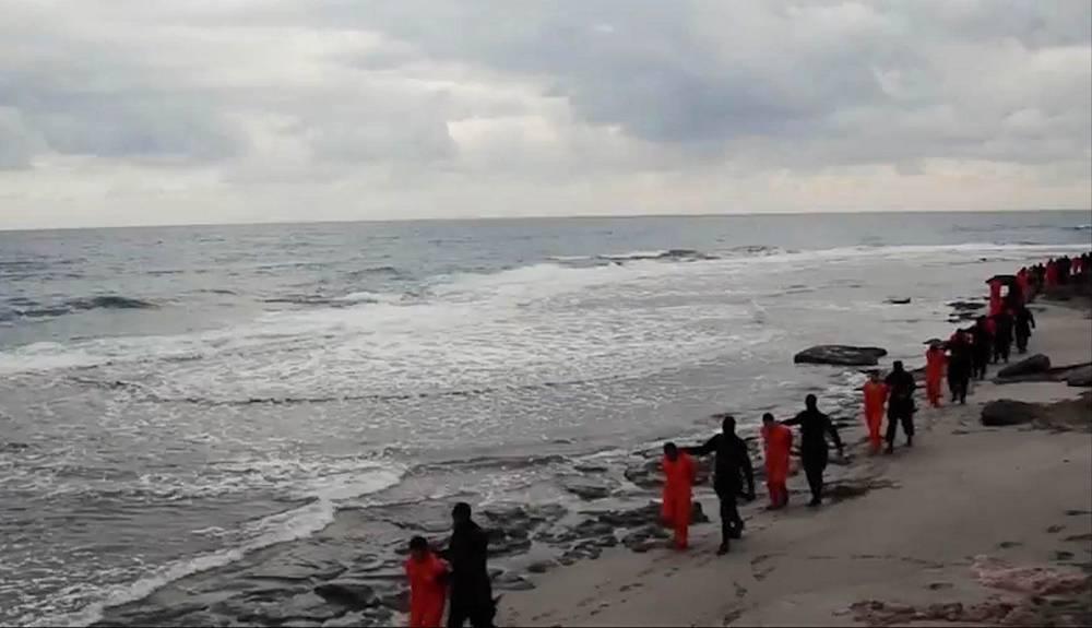15 февраля боевики ИГ распространили видео, на котором, предположительно, запечатлено убийство 21 плененного ими в Ливии копта. На записи узники предстают со связанными за спиной руками в сопровождении экстремистов на фоне морского побережья