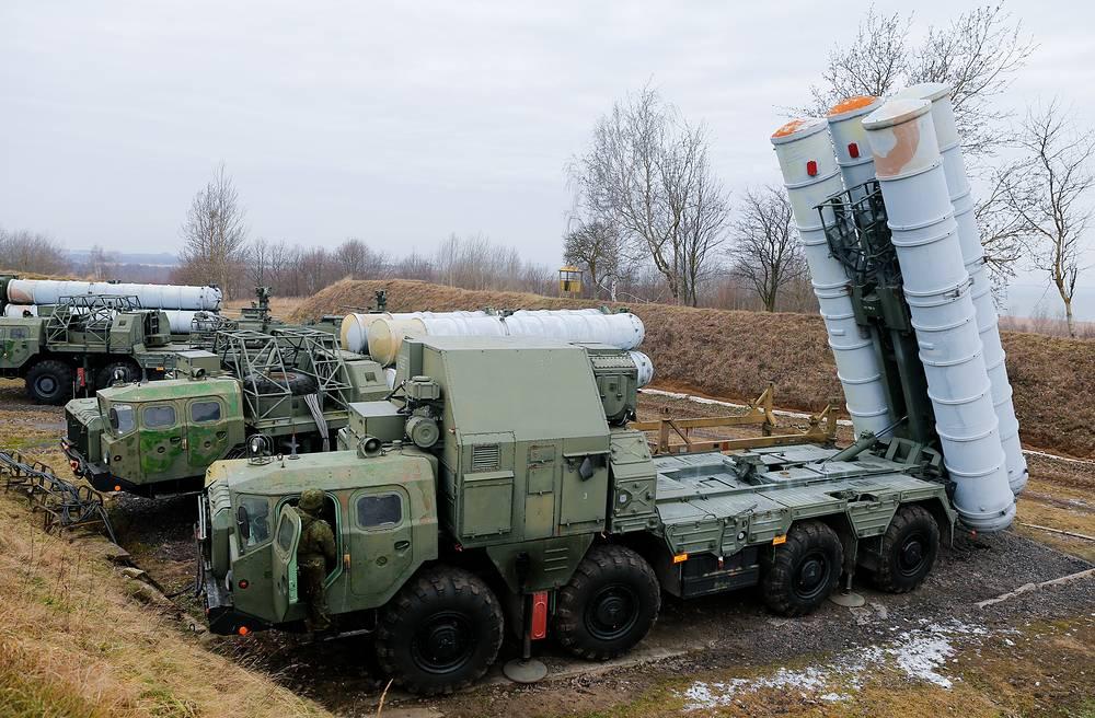 Перевод пусковых установок ЗРК С-300 в боевое положение