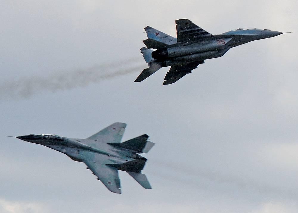 """Многоцелевые истребители МиГ-29 во время учений Военно-воздушных сил России """"Авиадартс-2014"""""""