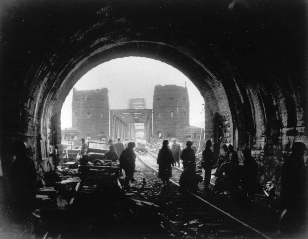 """О боях за мост в марте 1945 года снят художественный фильм """"Ремагенский мост"""""""
