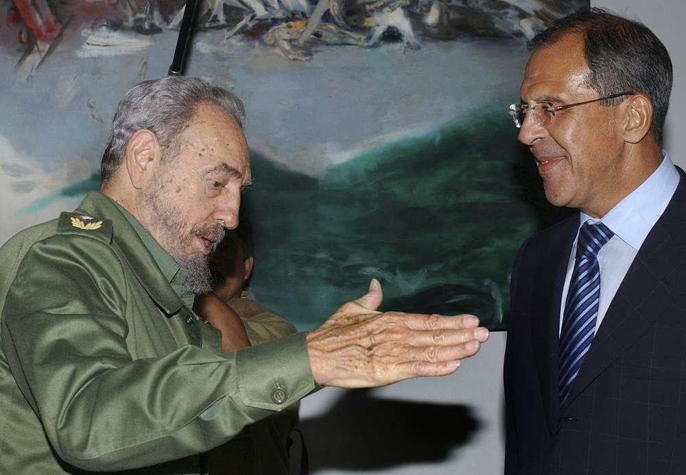 Президент Кубы Фидель Кастро и глава МИД России Сергей Лавров во время встречи в Гаване, 2004 год