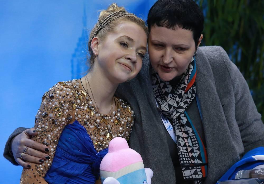 Елена Радионова и ее тренер Инна Гончаренко после выступления