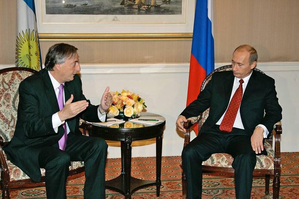 Президенты Аргентины и России Нестор Киршнер и Владимир Путин во время встречи в рамках саммита государств-членов ООН в Нью-Йорке, 2005 год