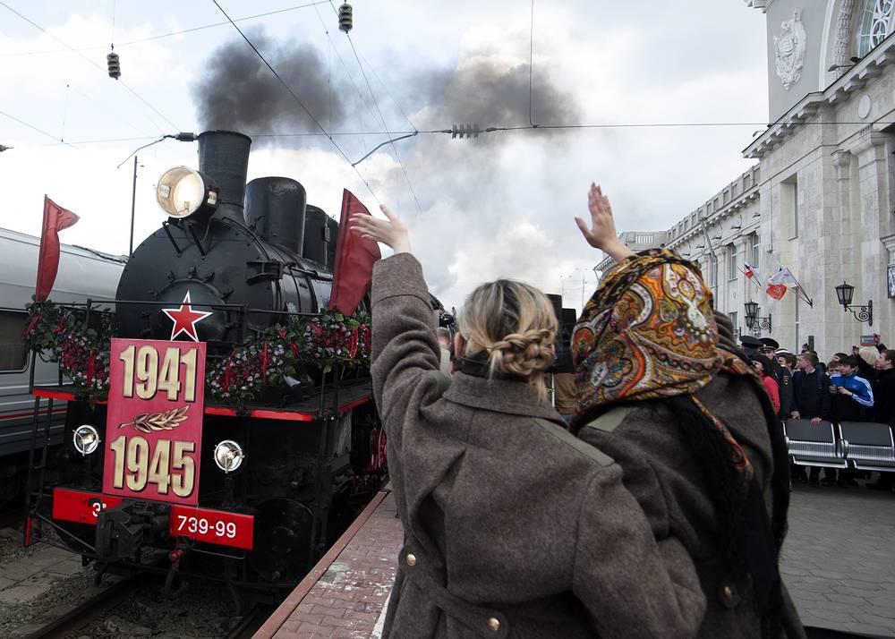 """Во время встречи исторического состава """"Победа"""" на железнодорожном вокзале в Волгограде"""