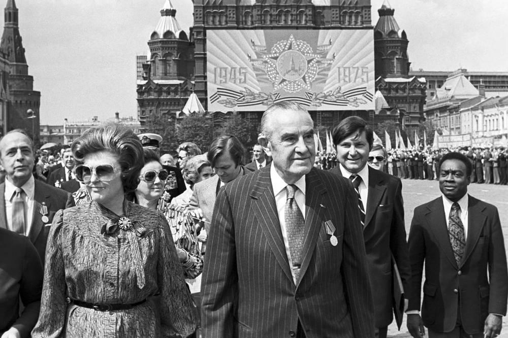 Американский политический деятель Уильям Аверелл Гарриман (на первом плане), прибывший в качестве представителя президента США на празднование 30-летия Победы, 1975 год