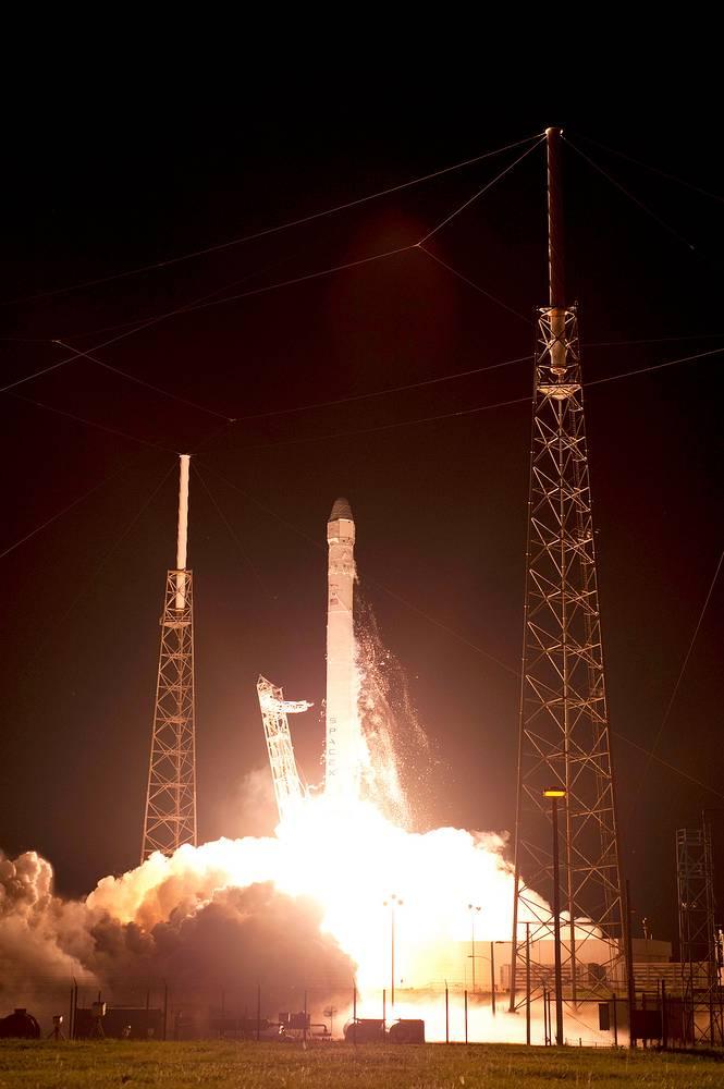 8 октября 2012 года стартовавшая из Космического центра им. Кеннеди на мысе Канаверал ракета-носитель Falcon 9 не смогла вывести на заданную орбиту спутник Orbcomm-OG2. Однако основная нагрузка - грузовой корабль Dragon CRS-1 - вышел в космос и состыковался с Международной космической станцией (МКС)