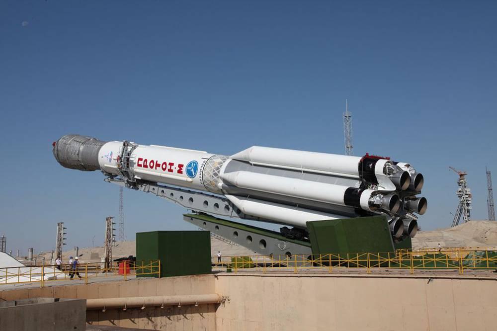 """Байконур. 2 июля. Установка ракеты космического назначения """"Протон-М"""" с тремя космическими аппаратами """"Глонасс-М"""" на стартовом комплексе космодрома Байконур. Ракета упала 2 июля на первой минуте старта"""