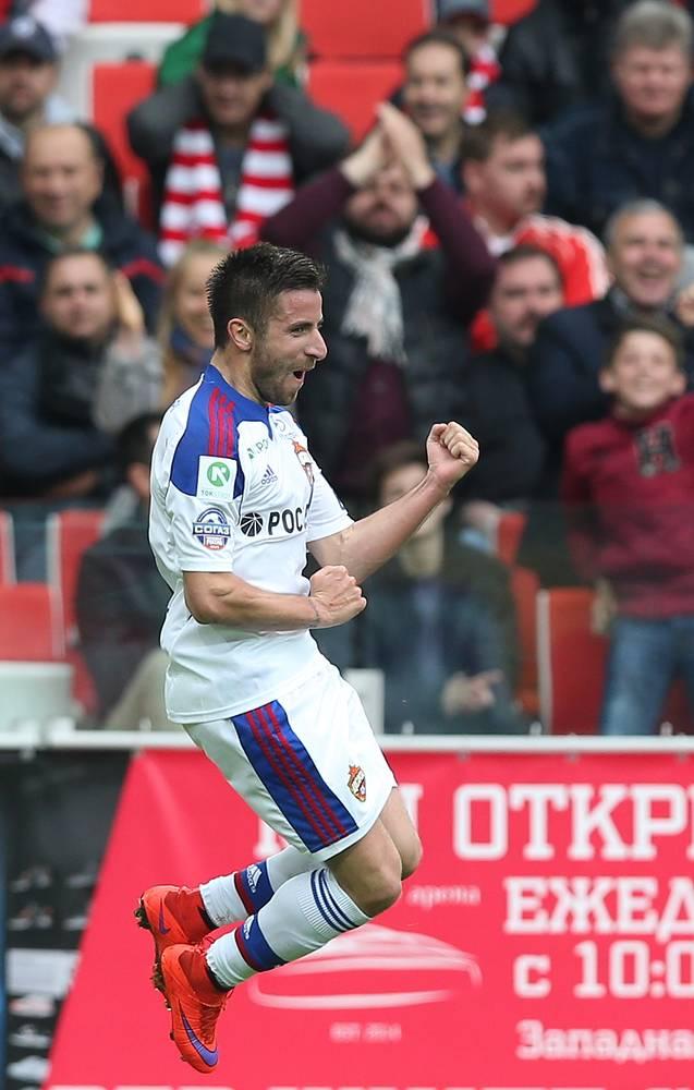 Зоран Тошич забивает третий гол
