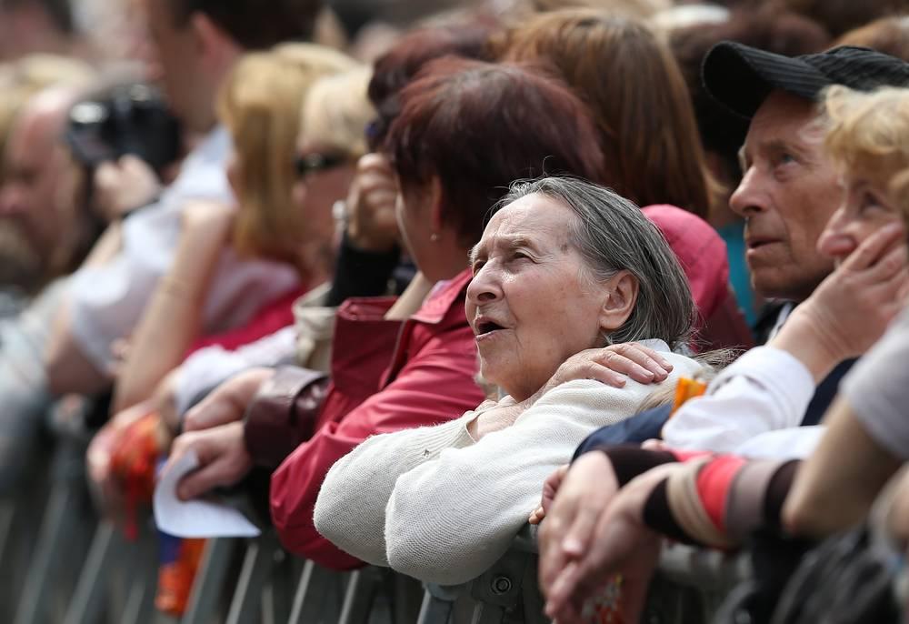 Зрители на Красной площади во время концерта