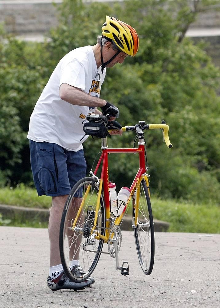 """3 июня государственный секретарь США Джон Керри перенес операцию на сломанной ноге. Политик получил травму 31 мая, катаясь на велосипеде во Франции на одном из участков знаменитой велогонки """"Тур де Франс"""". Архивное фото"""
