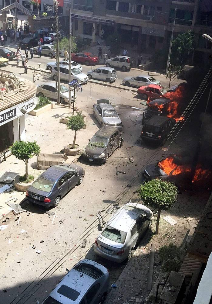 По данным официального представителя минздрава Хусама Абдель Гаффара, ранения получили еще девять человек.