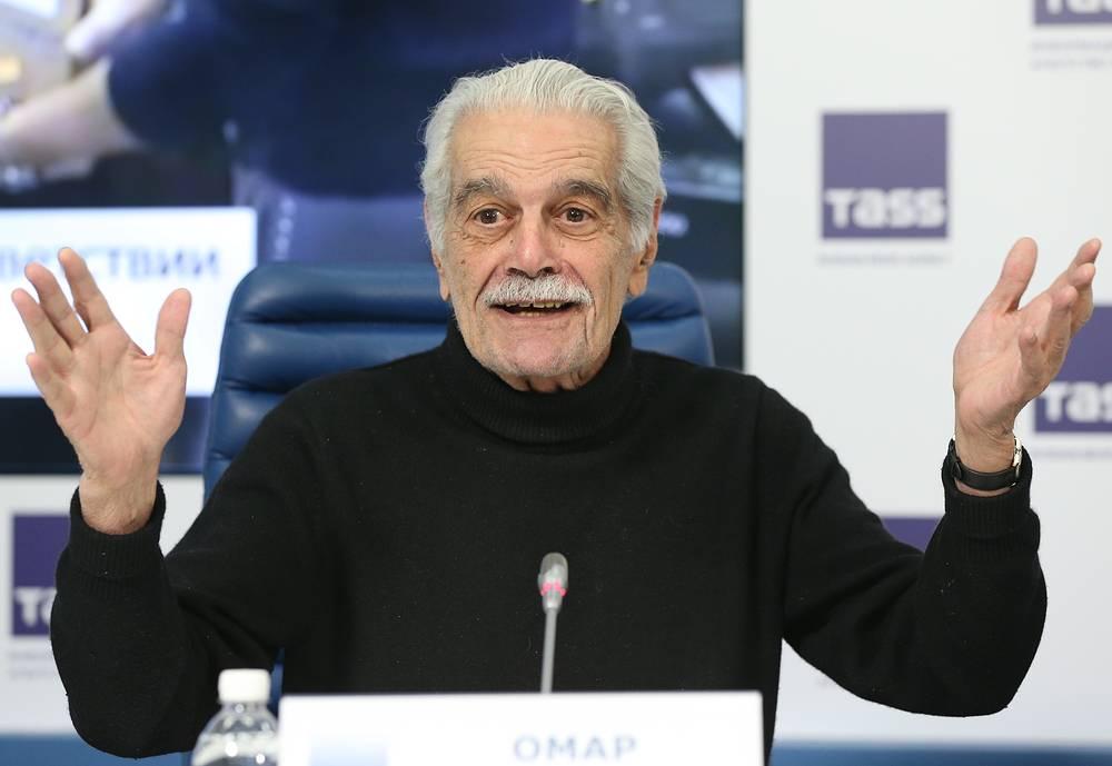 """Омар Шариф на пресс-конференции в ТАСС, посвященной благотворительному аукциону фонда """"Федерация"""", 28 ноября 2014 года"""