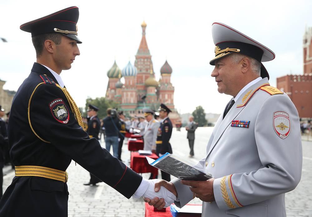 Выпускник Московского университета МВД и министр внутренних дел РФ Владимир Колокольцев