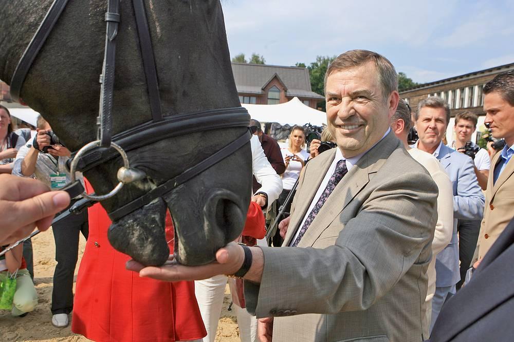 В 2005 - 2008 гг. Селезнев был президентом Федерации конного спорта России. Конкуром он начал заниматься еще до службы в армии. На фото:  Селезнев после окончания турнира на Кубок губернатора Московской области по конкуру, 2007 год
