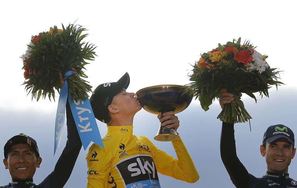 """Британский велогонщик Крис Фрум во второй раз в карьере выиграл генеральную классификацию """"Тур де Франс"""". Второе и третье места в общем зачете гонки заняли представители Movistar - колумбиец Наиро Кинтана (слева) и испанец Алехандро Вальверде (справа)"""