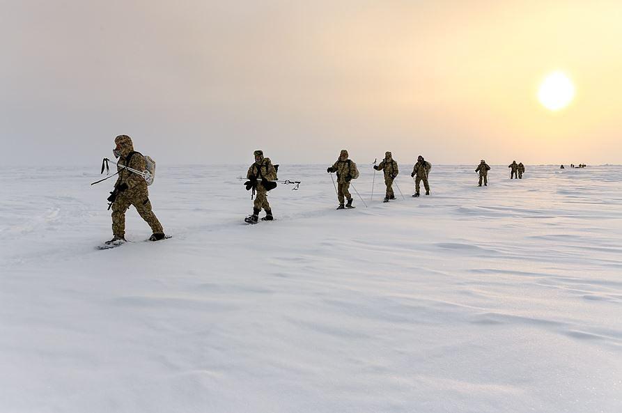 Российские десантники накопили большой опыт учебно-боевых действий в условиях Арктики. Географиия выполнения войсками боевых и учебных задач охватывает Новую Землю, Кольский полуостров, Землю Франца-Иосифа