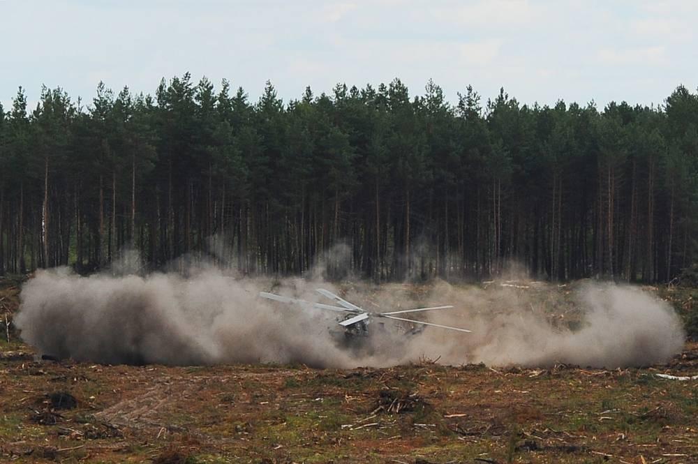 """При выполнении элемента высшего пилотажа бортовая аварийная система оповещения вертолета сообщила об отказе системы гидроусиления"""""""