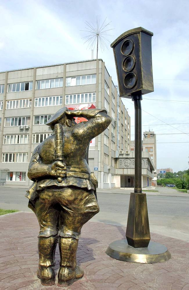 Первый в России памятник светофору в Новосибирске, Россия