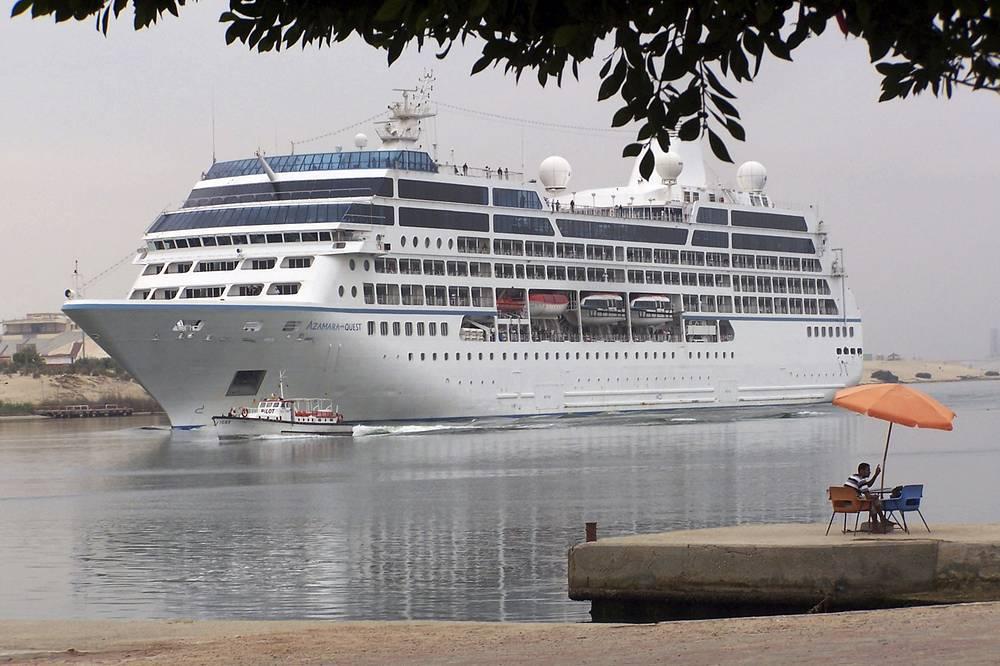 За этот период по каналу прошло 182,2 тыс. судов, которые перевезли 8,3 млрд тонн грузов. На фото: круизное судно Azamara Quest, 30 апреля 2010 года