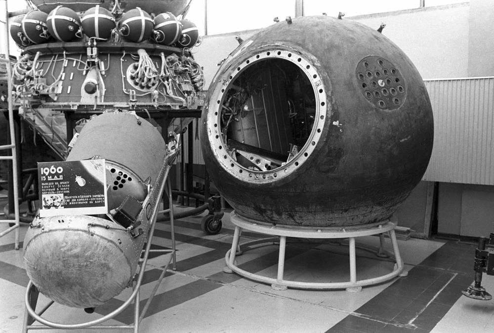 Космический корабль-спутник, выведенный на орбиту с собаками Белкой и Стрелкой, 1975 год