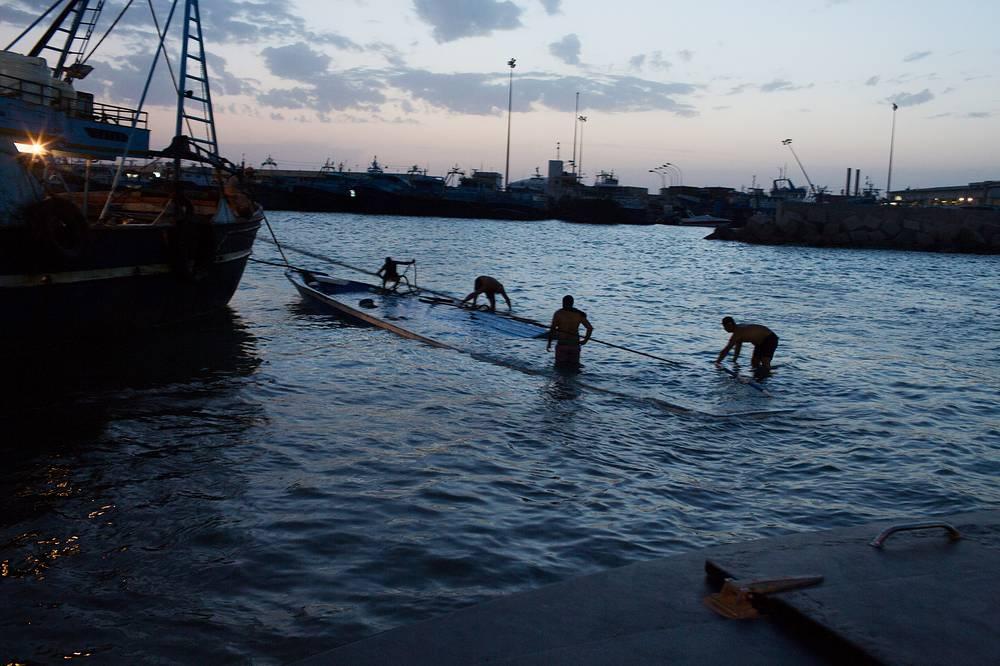 Ливийский порт Зувара, откуда вечером 27 августа вышло судно с нелегальными мигрантами на борту
