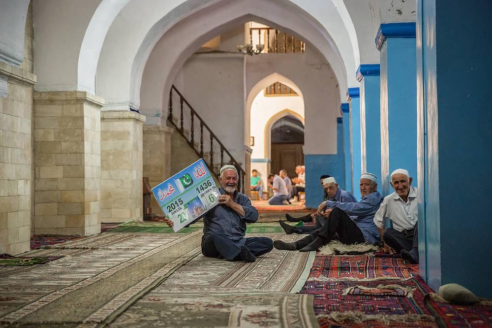 Соборная Джума-мечеть – сердце старого города, к ней ведут все улочки исторического Дербента