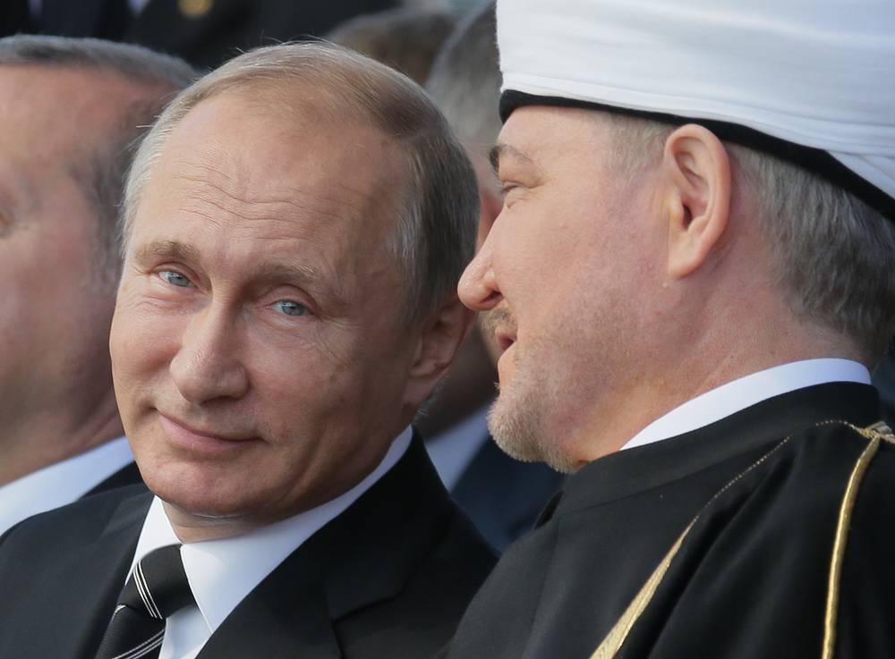 Президент России Владимир Путин и председатель Совета муфтиев России Равиль Гайнутдин (слева направо) на открытии Московской Соборной мечети