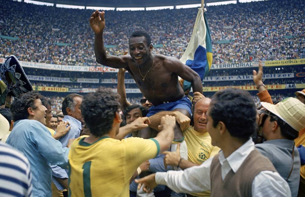 Пеле в эпицентре празднования победы на чемпионате мира-1970