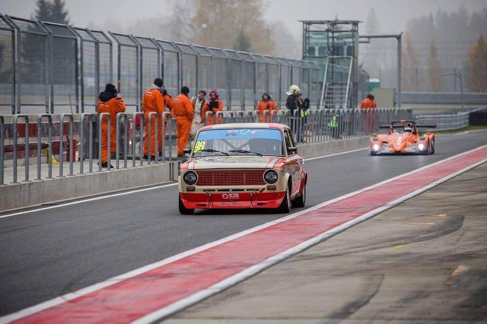 Автомобиль команды УГМК на подмосковной трассе Moscow Raceway