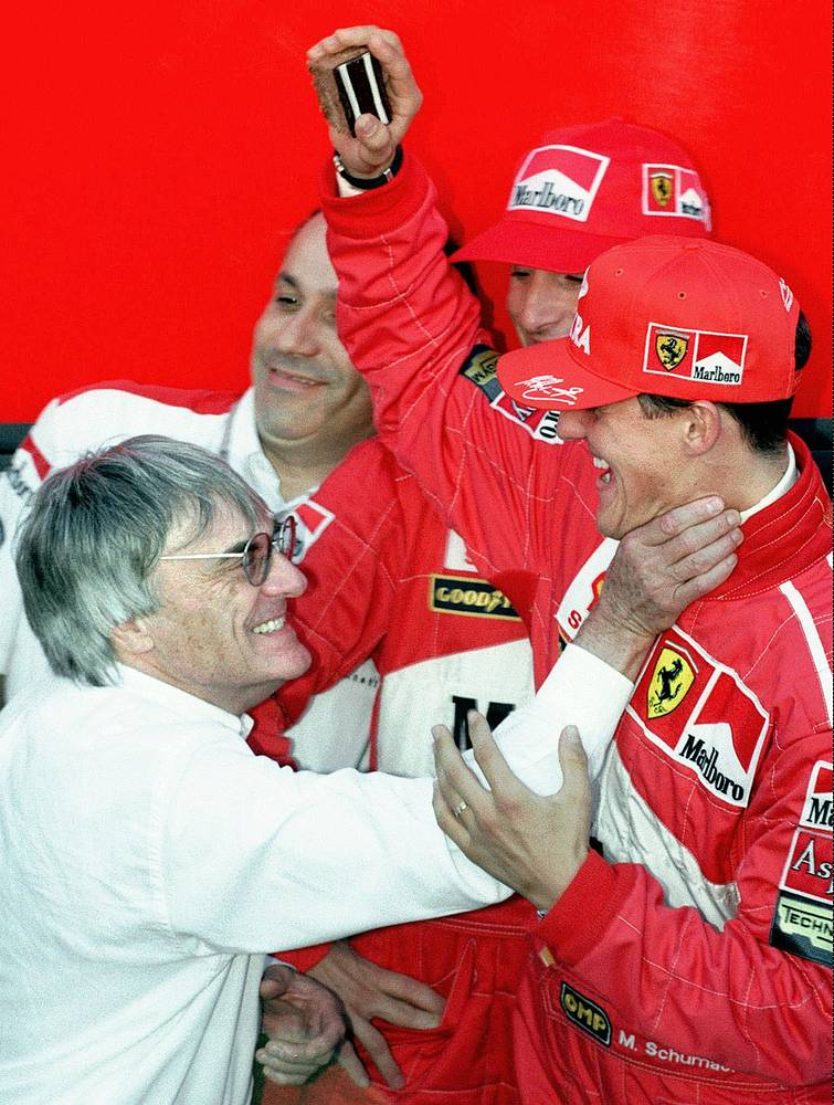 """С легендарным пилотом """"Формулы-1"""" Михаэлем Шумахером (1997 год)"""