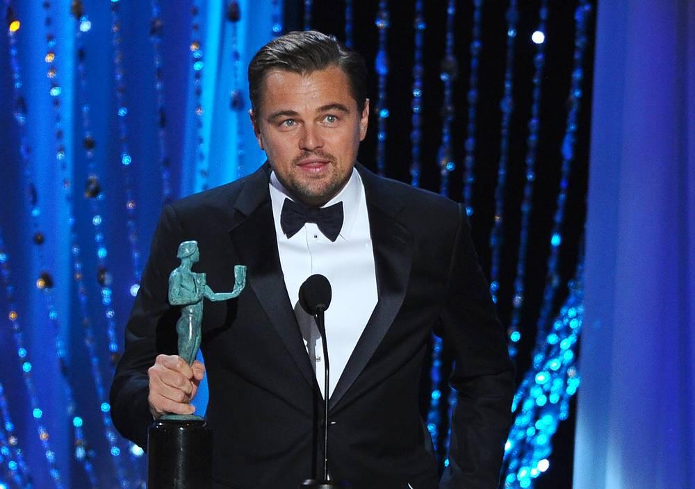 """Леонардо Ди Каприо завоевал премию как """"Лучший актер"""" за свою роль в фильме """"Выживший"""""""