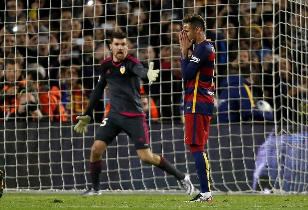 """Даже в таком матче у бразильского нападающего """"Барселоны"""" Неймара нашелся повод для расстройства - он покинул поле без гола"""