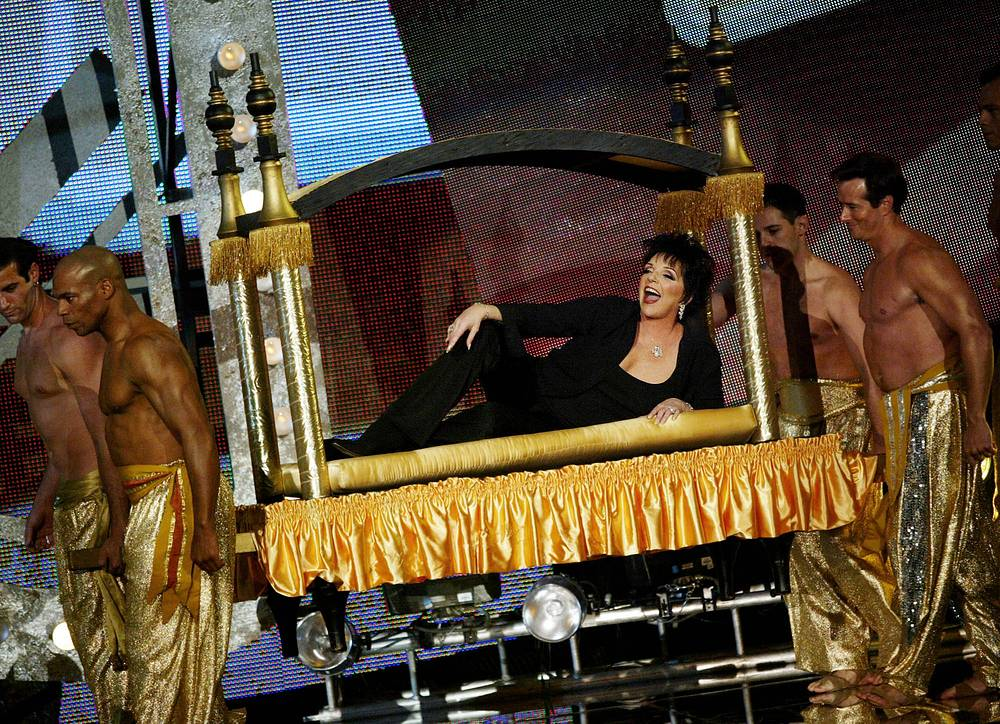 Лайза Миннелли во время церемонии вручения музыкальной премии телеканала VH1, ноябрь 2003 года