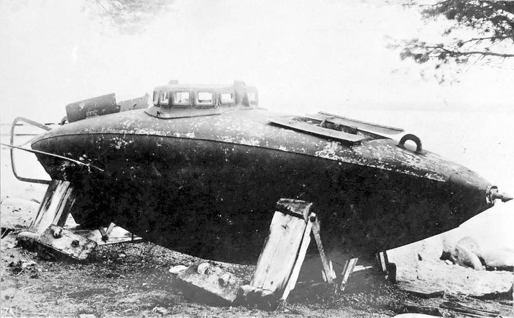 Подводная лодка С.К. Джевецкого на берегу