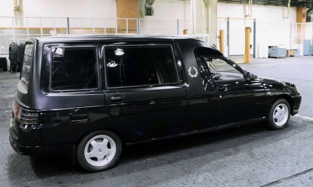 На базе серийной модели ВАЗ-21111 с удлинением кузова на 1 метр изготовлен первый автомобиль для ритуальных услуг. На фото: ВАЗ-21119