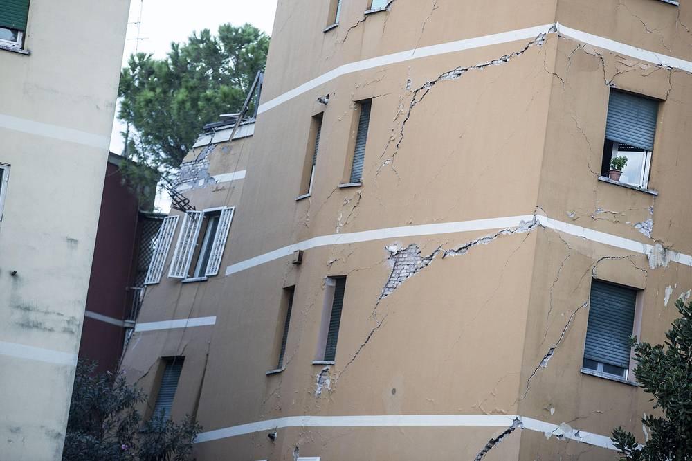 Больше сотни людей остались наулице из-за обрушения дома вРиме