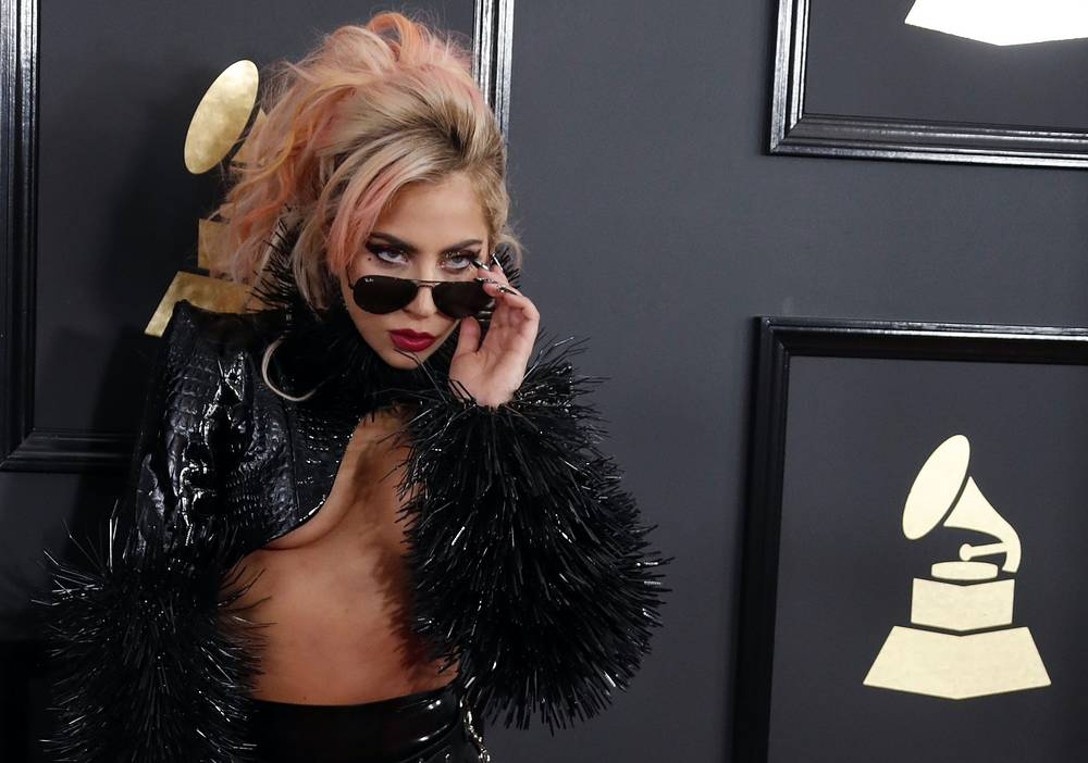 Леди Гага на ковровой дорожке перед началом церемонии