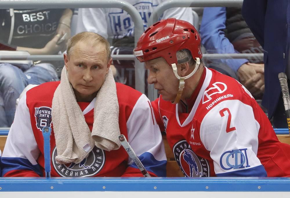 Президент РФ Владимир Путин и депутат Госдумы Вячеслав Фетисов (слева направо)