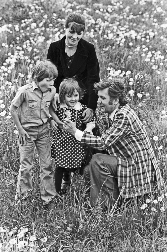 С женой Ниной, сыном Иваном и дочерью Верой, 1978 год