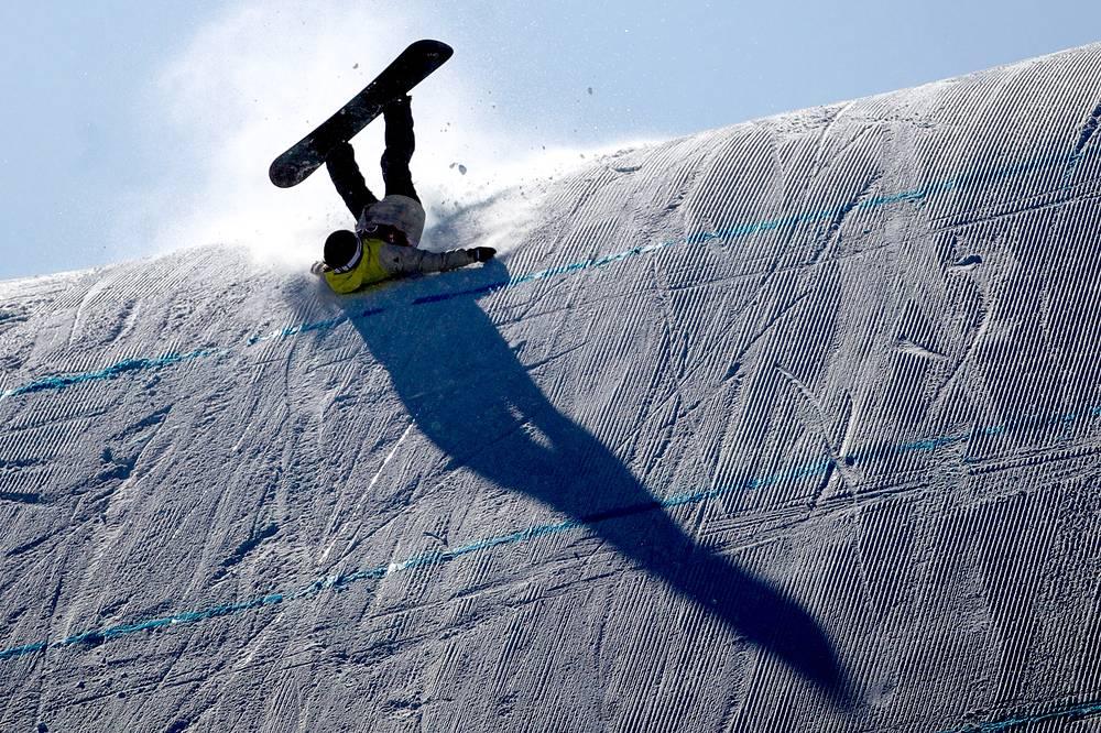 Спортсменка из Швейцарии Сина Кандриан во время финальных соревнований по сноуборду в слоупстайле среди женщин