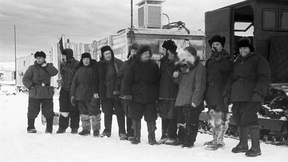 Первая советская антарктическая экспедиция, 1956 год. Участники санно-тракторного похода вглубь Антарктиды