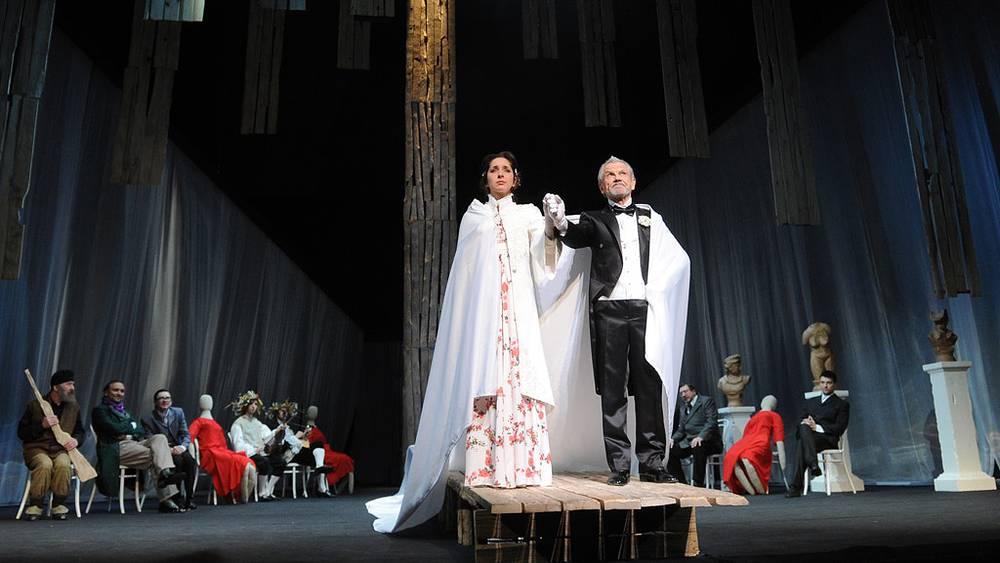 Марина Дубкова (Ольга) и Вячеслав Захаров (Урбенин)