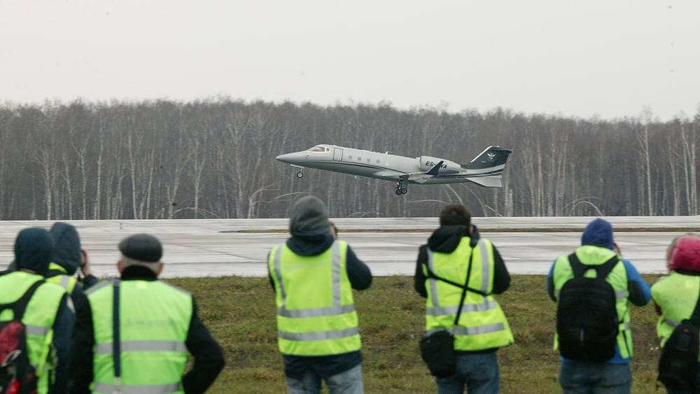 Bombardier Learjet 60 ES-LVA Panaviatic