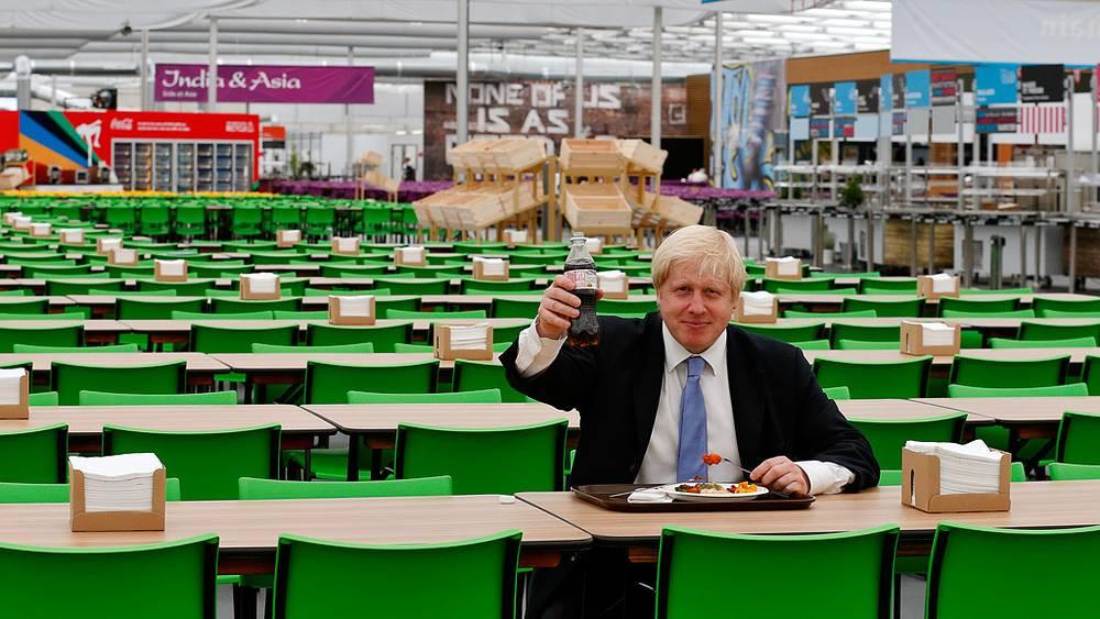 Мэр Лондона в обеденном зале деревни