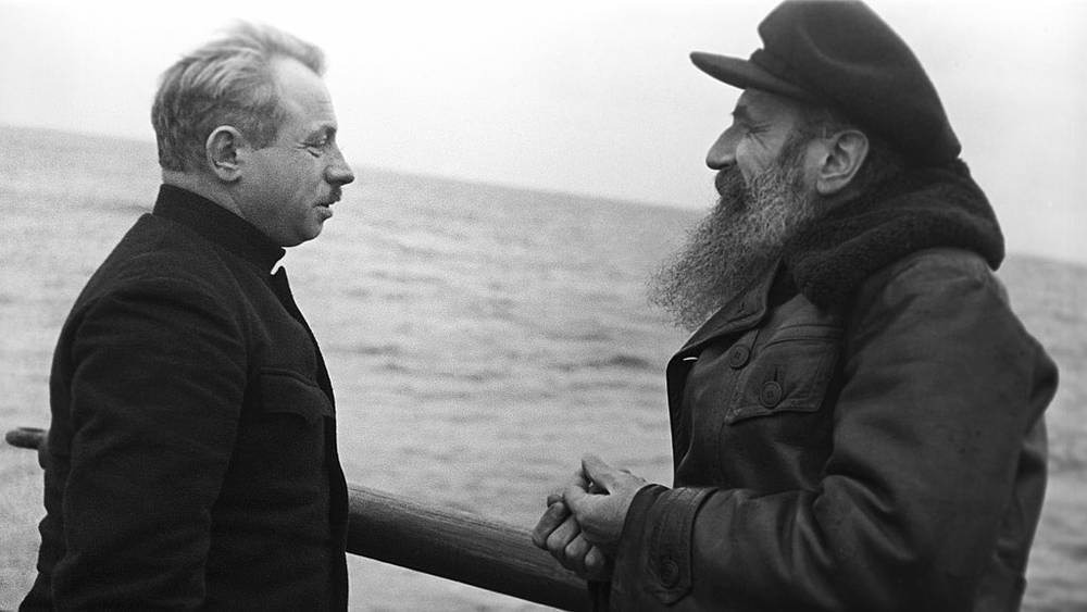 Иван Папанин (слева) и Отто Шмидт, 1938 год