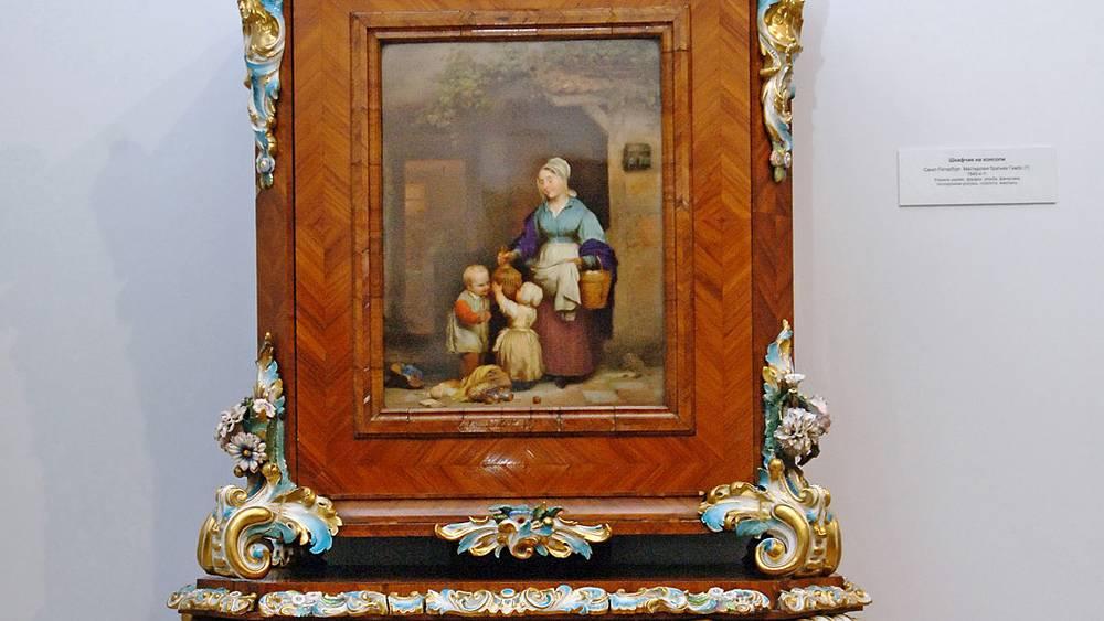 """""""Шкафчик на консоли""""- работа мастерской братьев Гамбс (1840-е гг.)"""