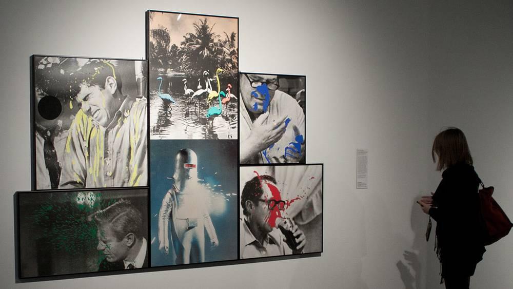 """Инсталляция """"Четверо забрызганных мужчин (с роботом и фламинго)"""" работы Джона Балдессари (1991 год)"""