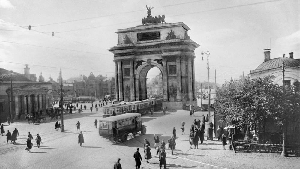 1934 год. На площади у Белорусского вокзала